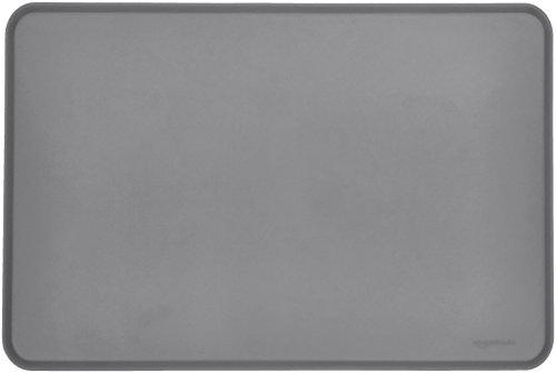 Amazon Basics - Wasserabweisende Napfunterlage aus Silikon, Unterlage für Haustierfutter, 60 x 41 cm, Grau