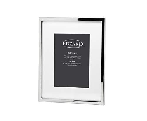 EDZARD Bilderrahmen Rivoli mit Passepartout für Foto 13 x 18 cm, edel versilbert, anlaufgeschützt, mit Samtrücken, inkl. 2 Aufhängern, Fotorahmen zum Stellen und Hängen