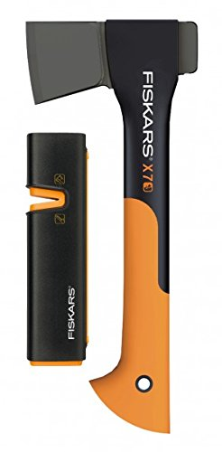 Fiskars Set Universalaxt X7-XS, Mit Axt- und Messerschärfer, Länge: 35,5 cm, Schwarz/Orange, 1020183 (Limitierte Auflage)