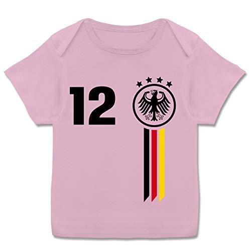 Fußball-Europameisterschaft 2020 - Baby - 12. Mann Deutschland WM - 56-62 (2/3 Monate) - Rosa - wm 2018 - E110B - Kurzarm Baby-Shirt für Jungen und Mädchen