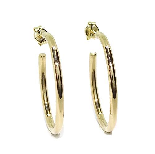 Pendientes tipo aro de oro amarillo de 18K de 2mm de ancho y 2.60m de altos por 1.90cm de anchos. Un regalo espectacular a un precio increíble. Peso: 1.95gr de oro de 18k