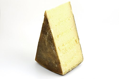 Il Bagòss è un formaggio tipico di montagna prodotto secondo metodi di produzione tradizionali praticati da secoli. Il Bagòss è un formaggio semigrasso a latte crudo a pasta extra dura, cotta e con l'aggiunta di zafferano, prodotto a Bagolino, in pro...