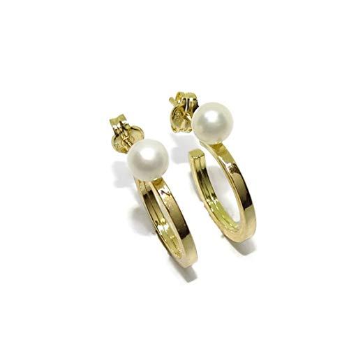 Pendientes tipo aro de oro amarillo de 18k de tubo cuadrado de 2mm y 1.40cm de diámetro exterior con 2 perlas cultivadas redondas de 4mm ideal para niña y mujer. Cierre presión
