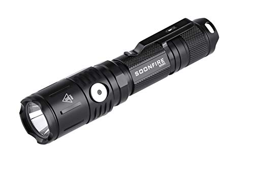 Soonfire MX Series Tactical Flashlight 1060 Lumens Incorporado en un puerto micro-USB de carga rápida 5 brillo Cree LED Linterna a prueba de agua, 18650 Batería y funda incluidas (Negro)