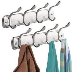 mDesign Juego de 2 Perchero de pared metálico – Colgador de ropa con 4 ganchos dobles- Cuelga ropa para abrigos, sacos, chales, pañuelos - Muy útil para organizar armarios - plateado