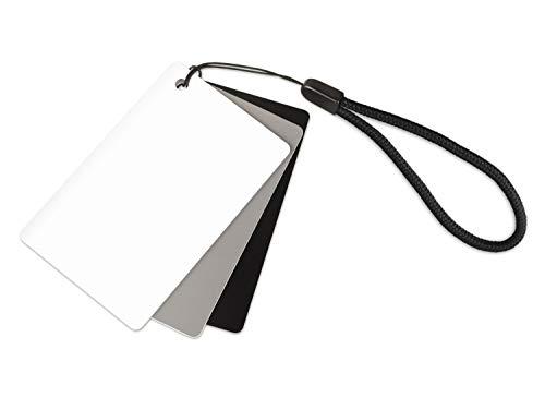 Ares Foto® 3in1 Graukarte für den manuellen Weißabgleich und Belichtungsmessung. Mit praktischer Tragekordel und im Scheckkartenformat. Reflektiert 18{eb721588a0c76198300fb2e9e251403de86bd8dda3a43bbcdc9b97fcad039c92} des Lichts. Kleine Größe: 5,5 cm x 8,5 cm