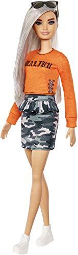 Barbie FXL47 Fashionistas pop in Malibu T-shirt en camouflage rok met zilver haar, poppen speelgoed vanaf 3 jaar