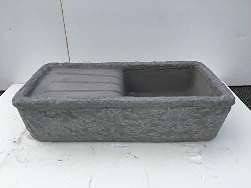 ARTISTICA GRANILLO Kegröße aus Beton und Lavastein des Vesuvios, Waschbecken und Brunnen, Maße: 80 x 40 x 20 cm.