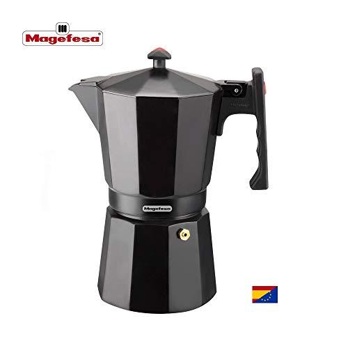 MAGEFESA Colombia – La cafetera MAGEFESA Colombia está Fabricada en Aluminio Extra Grueso. Pomo y Mangos ergonómicos de bakelita Toque Frio. (Negro, 12 Tazas)