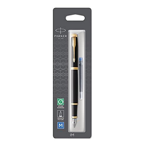 PARKER IM, pluma estilográfica lacada en negro con adorno dorado, plumín mediano y recambio de tinta azul, en blíster (1975548)