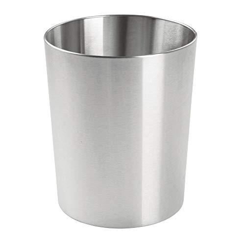 mDesign Papelera metálica pequeña – Cubo de basura moderno para el baño, la oficina o la cocina – Preciosa papelera de diseño fabricada con acero pulido