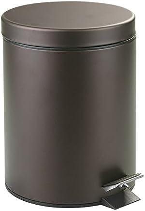 mDesign Cubo de basura con tapa y pedal – Moderna papelera de baño de metal resistente con recipiente interior extraíble – Capacidad: 5 litros – En color bronce, muy actual