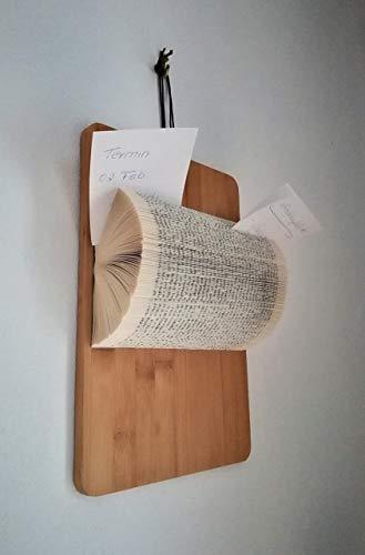 Hängender Notizzettelhalter aus gefaltetem Taschenbuch auf großer Bambusplatte//Schreibtischorganisation//Ablage//Visitenkarte