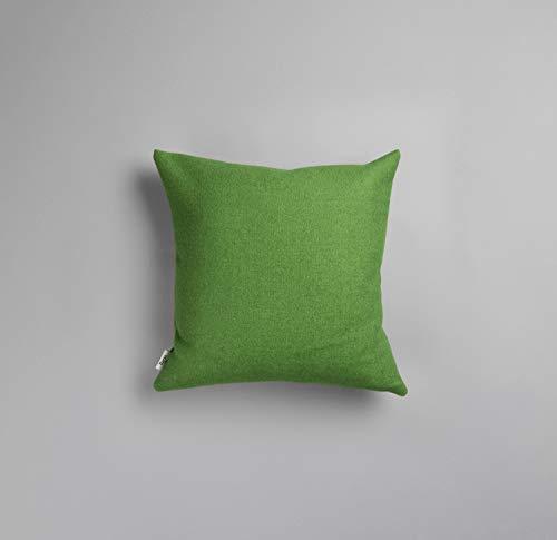 RØROS TWEED Stemor Sofakissen | Kuschelkissen aus norwegischer Lammwolle | Design von Kristine Five Melvær | Kissenmaße: 50x50cm (106563 grün)
