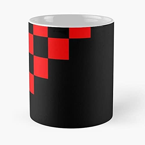 Checkered Red and Black Triangle - Tazza da caffè in ceramica bianca