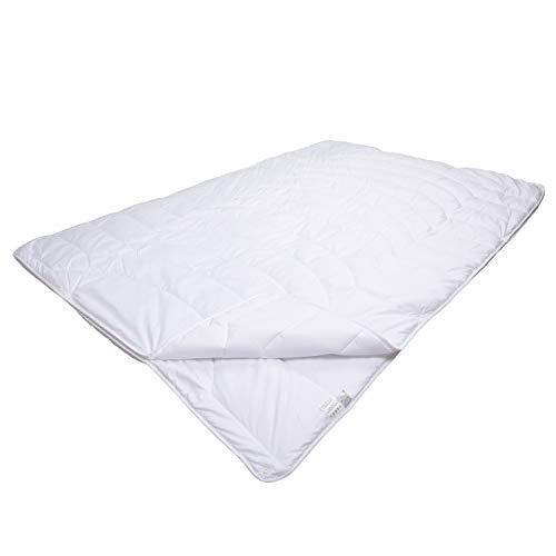 Traumschloss Bettdecke Comfort 4 Jahreszeiten Faserbett | Bezug mit Aloe Vera veredelt | bauschige Softfaserfüllung sorgt für hohen Kuschelfaktor | 135 x 200cm