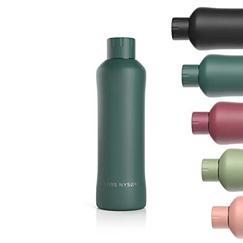 LARS NYSØM Botella de acero inoxidable 750ml | Botella aislante sin BPA de 0,75 litros | Botella de agua a prueba de fugas para deportes, bicicleta, perro, bebé, niños | Termos 0.75