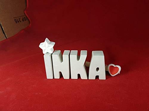 mächtig Aus Betonsteinen geformte 3D-Buchstaben schmückten die Geschenkbox mit dem Namen INKA mit Sternen und Herzen.  …