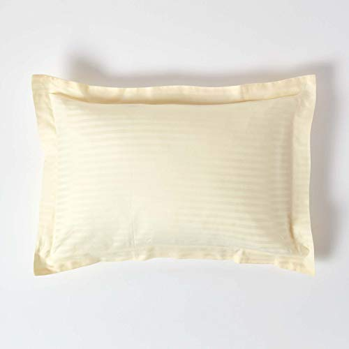 Homescapes Taie d'Oreiller à Volant Plat - OXFORD - 50 x 75 cm de couleur Crème en pur Coton peigné d'Egypte 330 Fils (130 fils/cm²) avec des Rayures Satin et Anti Acariens