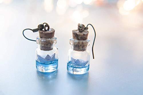 Papierboot abgefüllte Ohrringe, Miniaturflaschenohrringe, Ozean in einer Flasche, Geschenk für Frauen, niedlicher Schmuck, Papierbootohrringe, zarte Ohrringe, Reisegeschenk