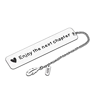 ❤ ᴇɴᴊᴏʏ ᴛʜᴇ ɴᴇxᴛ ᴄʜᴀᴘᴛᴇʀ -- Cute bookmarks with chain that with feather and 2021 pendant, engraved with enjoy the next chapter. And the other side engraved with scale ruler. Perfect bookmark for women men kids book lovers teen boys girls. 2021 Inspir...