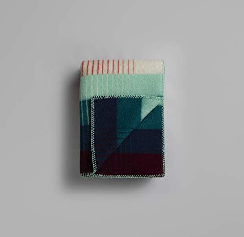 RØROS TWEED Asmund Gradient Wolldecke | Kuscheldecke aus norwegischer Lammwolle | Design von Kristine Five Melvær | Deckenmaße: 135x200cm (4253 rot/türkis)