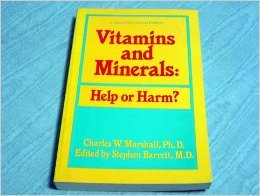 Paperback Vitamins and Minerals: Help or Harm Book