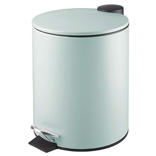 mDesign Papelera de baño redonda – Contenedor de residuos de metal con 5 litros de capacidad, pedal, tapadera y cubo interior – Elegante cubo metálico para baño, cocina o despacho – verde menta