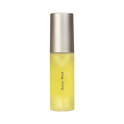 こちらもサラサラとした軽めタイプ。髪の主成分であるアミノ酸やビタミンを豊富に含んでおり、継続して使えば、柔らかく弱った髪にもハリ・コシ・ツヤが出てきます。湿気の多い時期に広がりやうねりを抑えてくれる作用もあるので、夏は特におすすめ。ミントとユーカリの香りも爽やか。