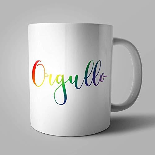 Taza Orgullo sobre fondo arco iris en homenaje al movimiento LGTBI