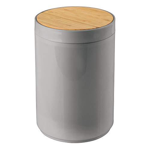 mDesign praktischer Mülleimer Küche – moderner Abfalleimer aus Bambus und Kunststoff für Bad, Büro und Küche – stabiler Papierkorb mit Deckel – grau und bambusfarben