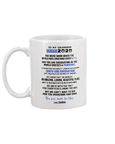 XCNGG - Taza divertida de la taza de café de la abuela a mi nieto Regalo de la taza de té - La abuela a mi nieto Senior 2020 Solo sepa que el mundo es una taza de café increíble 15 oz blanca