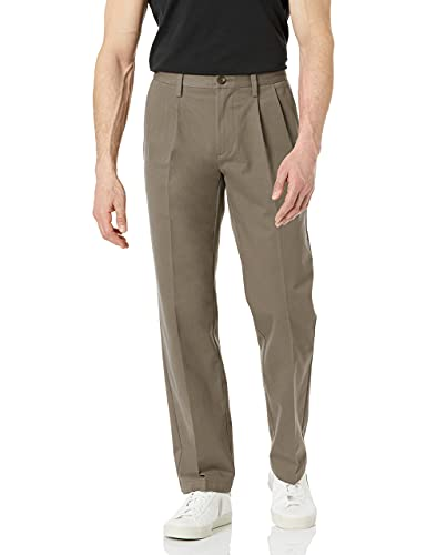 Amazon Essentials Classic-Fit Wrinkle-Resistant Pleated Chino Pant Pantaloni, Grigio (Taupe), W42/L29