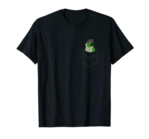 Bolsillo verde Cheeked Conure Parrot Funny Cute Birb memes Camiseta