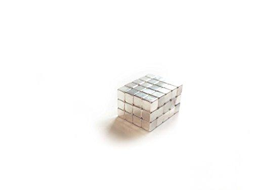 easydruck24de 60 zeer sterke dobbelsteentjes, verzilverd. Nr. mag_109 | Afmetingen: 4 x 4 mm | voor koelkasten, whiteboards en prikborden van metaal | voor vastmaken, magnetisch.