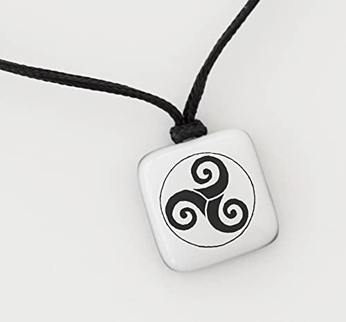 Trisquel. Colgante tres espirales. Triskel. Amuleto protección. Símbolos del Camino de Santiago. Joyería de asatru. Triskelion.