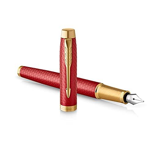 Parker IM penna stilografica | Rosso laccato premium con finiture in oro | Punta media con cartuccia di inchiostro blu | Confezione regalo