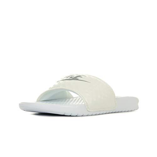 Nike Wmns Benassi JDI, Chanclas Niñas, Blanco (White/Metallic Silver 102), 35.5 EU
