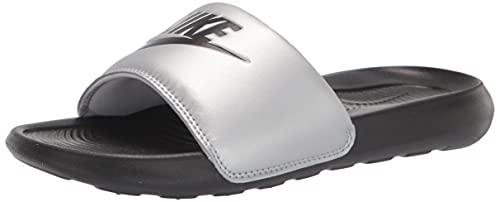 Nike W VICTORI One Slide, Scarpe da Ginnastica Donna, Black/Black-Mtlc Silver, 36.5 EU