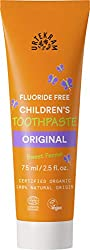 Toothpaste cleans effectively with the forces of nature The natural, light grey colour of natural chalk Helps protect your gums and provides with some additional care Toothpaste has a high content of aloe Vera Also added myrrh, which is known for its...