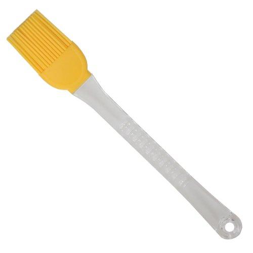 Brocha de silicona amarilla con mango de plástico.