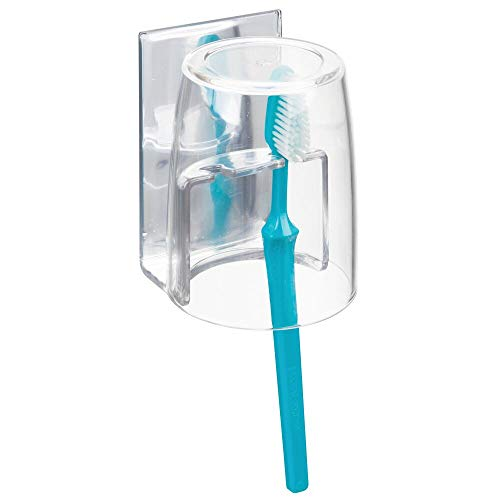 mDesign Zahnbürstenhalter mit Becher – hochwertiger Zahnputzbecher fürs Spiegelschränkchen – Selbstklebende Halterung für Zahnbürsten aus BPA-freiem Kunststoff – durchsichtig