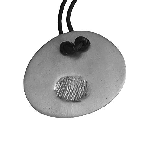 Handgemachte Silber Anhänger mit schwarzem Lederband. Unisex