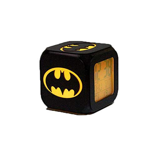 Batman Alarm Clock 3D Stereo Mute LED Night Light Reloj Electrónico Juego Derecho (Carga USB De Siete Colores)