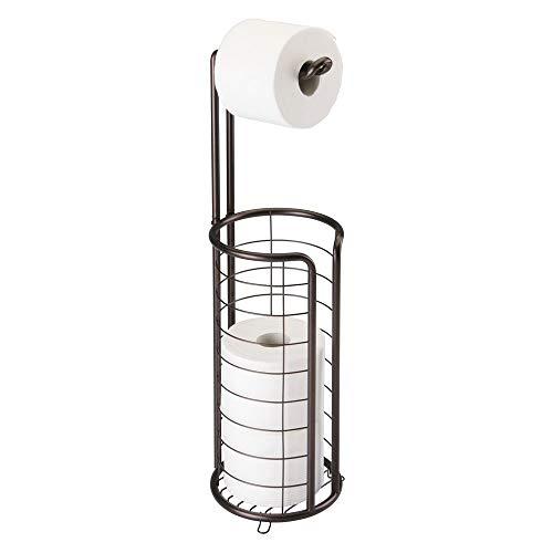 mDesign Portarrollos de papel higiénico autoportante – Elegante dispensador de papel higiénico de metal resistente – Porta rollos de pie con capacidad para 4 rollos de papel higiénico – bronce