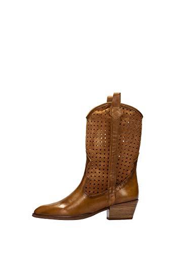 Hispanitas: Bota Cowboy elaborada en napa combinada con Serraje Troquelado al Tono en la caña. La Tendencia Combinar Tus Vestidos y Faldas de Temporada.