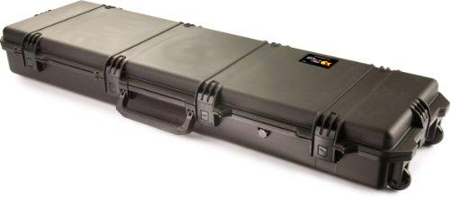 PELI Storm IM3300 Funda rígida con Ruedas para Transportar trípodes, bípodes y Rifles, Resistente al Agua y al Polvo, 70L de Capacidad, Fabricada en EE.UU, sin Espuma, Color Negro