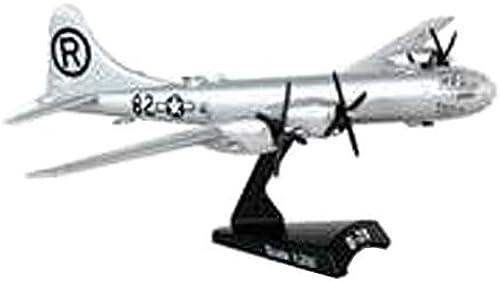 Daron Worldwide Trading B-29 Superfortress Enola Gay Vehicle (1 200 Scale) by Daron World wide Trading Inc.
