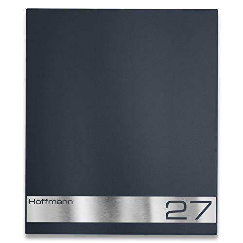 Metzler Briefkasten mit Edelstahl Namensschild - Anthrazit RAL 7016 - Modernes Design - inkl. Beschriftung Hausnummer & Name - Gravur & Türanschlag wählbar, Größe: 35,5 x 43,5 x 10 cm