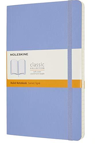 Moleskine - Classic Notebook, Taccuino a Righe, Copertina Morbida e Chiusura ad Elastico, Formato Large 13 x 21 cm, Colore Blu Ortensia, 240 Pagine